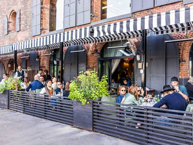 outdoor dining restaurant New York City