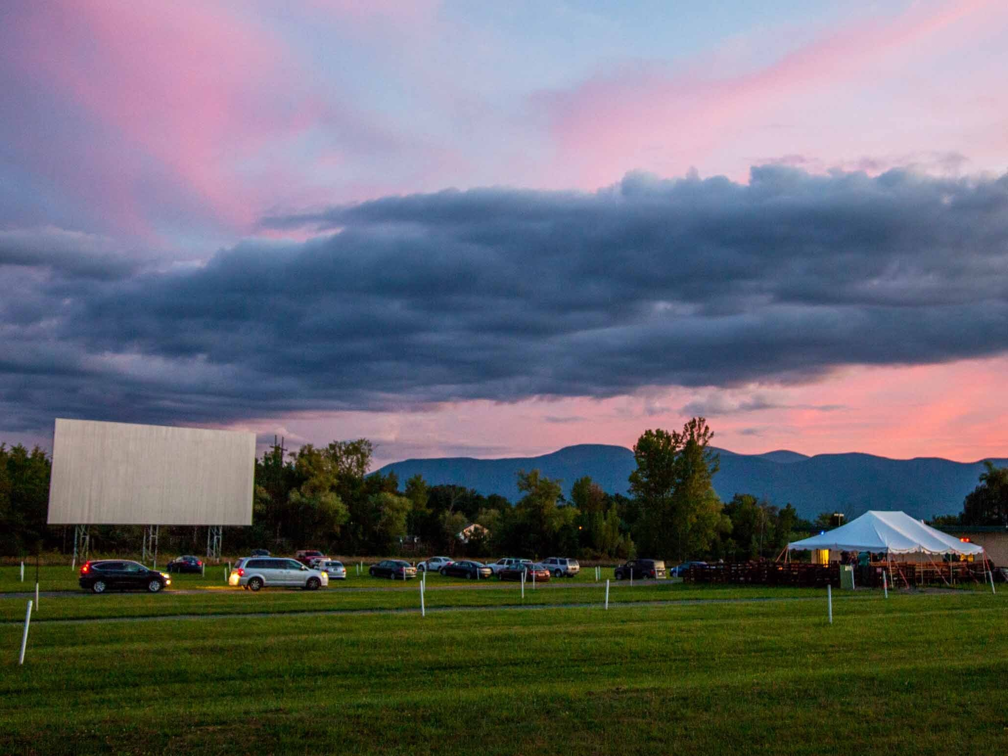 18 Amazing Drive In Theaters Near New York City