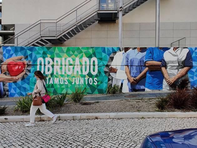 Mural de homenagem aos profissionais de saúde