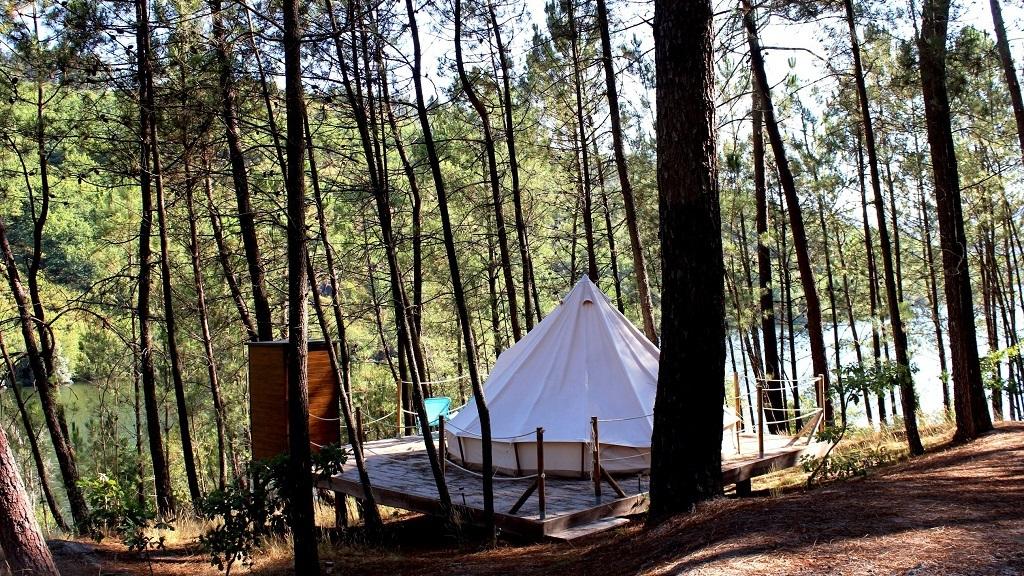 Dez parques de campismo em Portugal para dormir à luz das estrelas