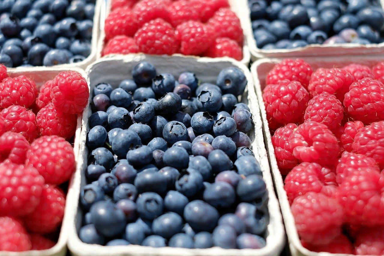blueberries raspberries