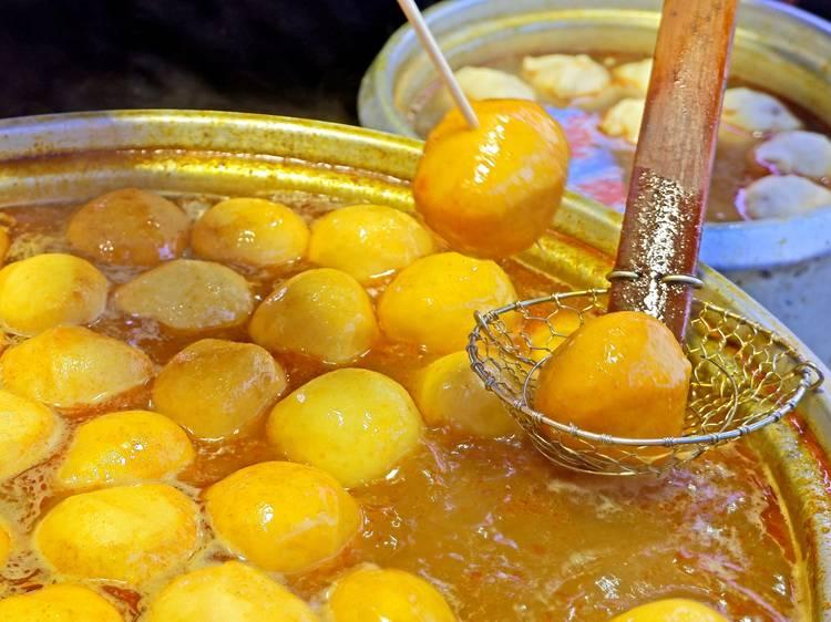 Curry fishballs