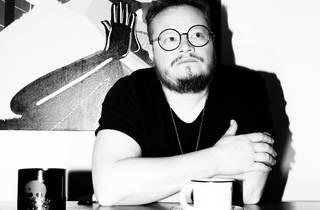 Platicamos con Leonel García sobre su próximo álbum inédito 45 Revoluciones Por Minuto