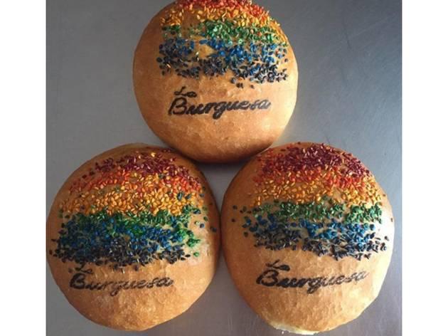 bollos de arcoíris por mes Pride en La Burguesa