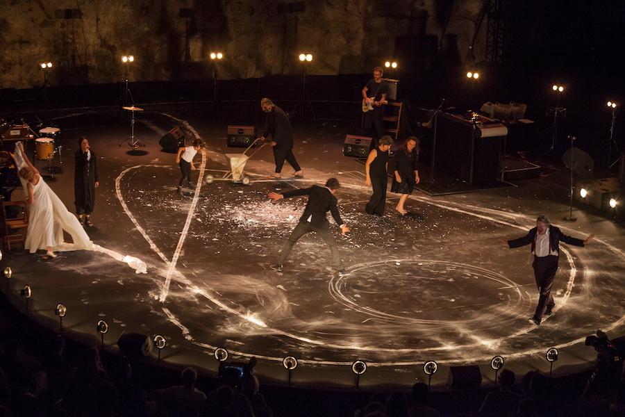 Baró d'evel, la fràgil poesia del pallasso inaugura el Grec més estrany
