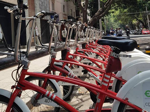 Bicicletas en estación de Ecobici en la Ciudad de México