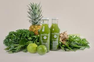 jugo verde y frutas naturales