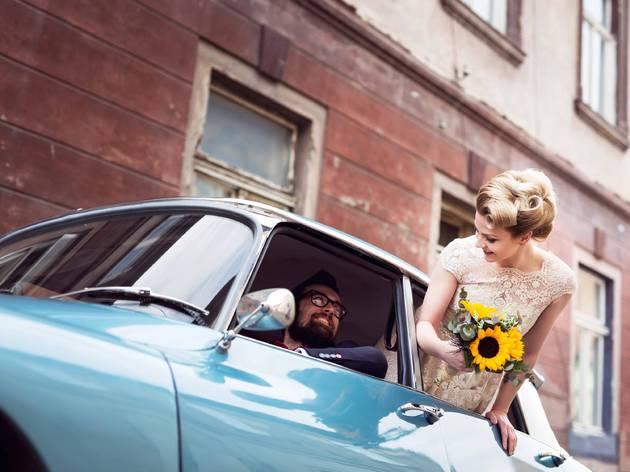 Drive through wedding elopement