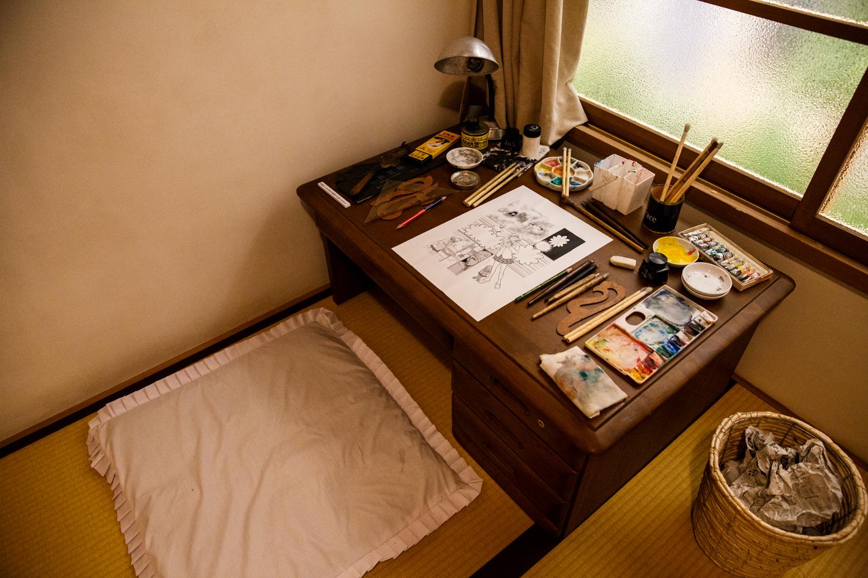 16号室にある机。ここに座って写真撮影ができる(photo: Keisuke Tanigawa)