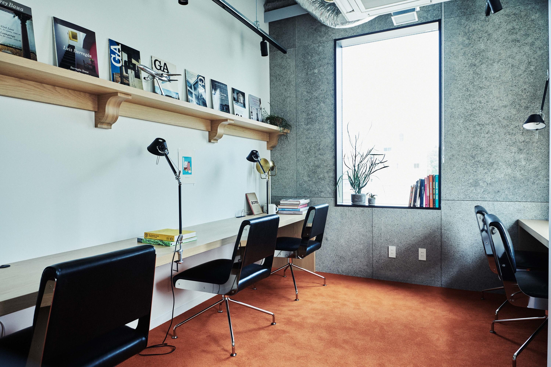 5、6階には部屋貸しの「プライベートオフィス」が連なる。3人から利用可能で、最大8人収容可能な部屋まで取り揃えている