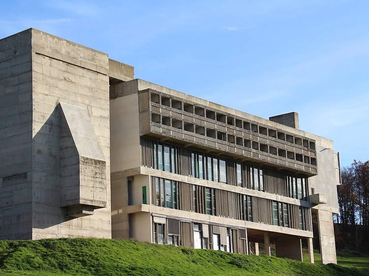 Découvrir le couvent de La Tourette, dessiné par Le Corbusier