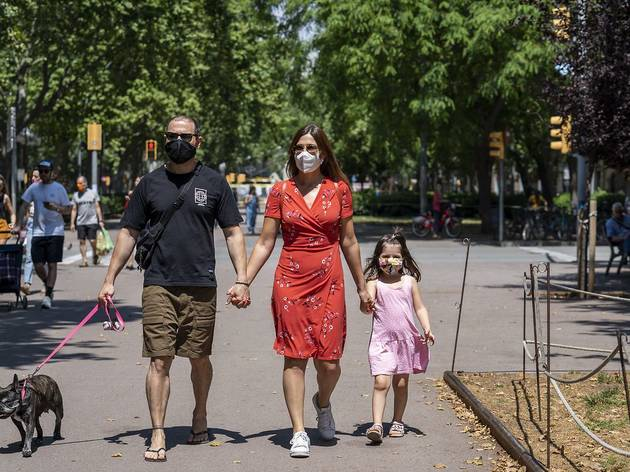 Família amb mascareta