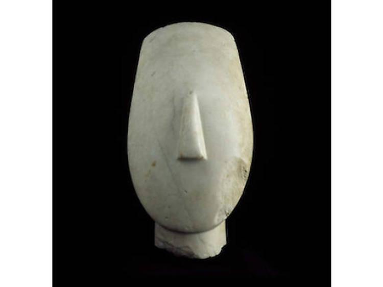 Tête d'idole aux bras croisés, Kéros, 2700-2300 av. J.-C.