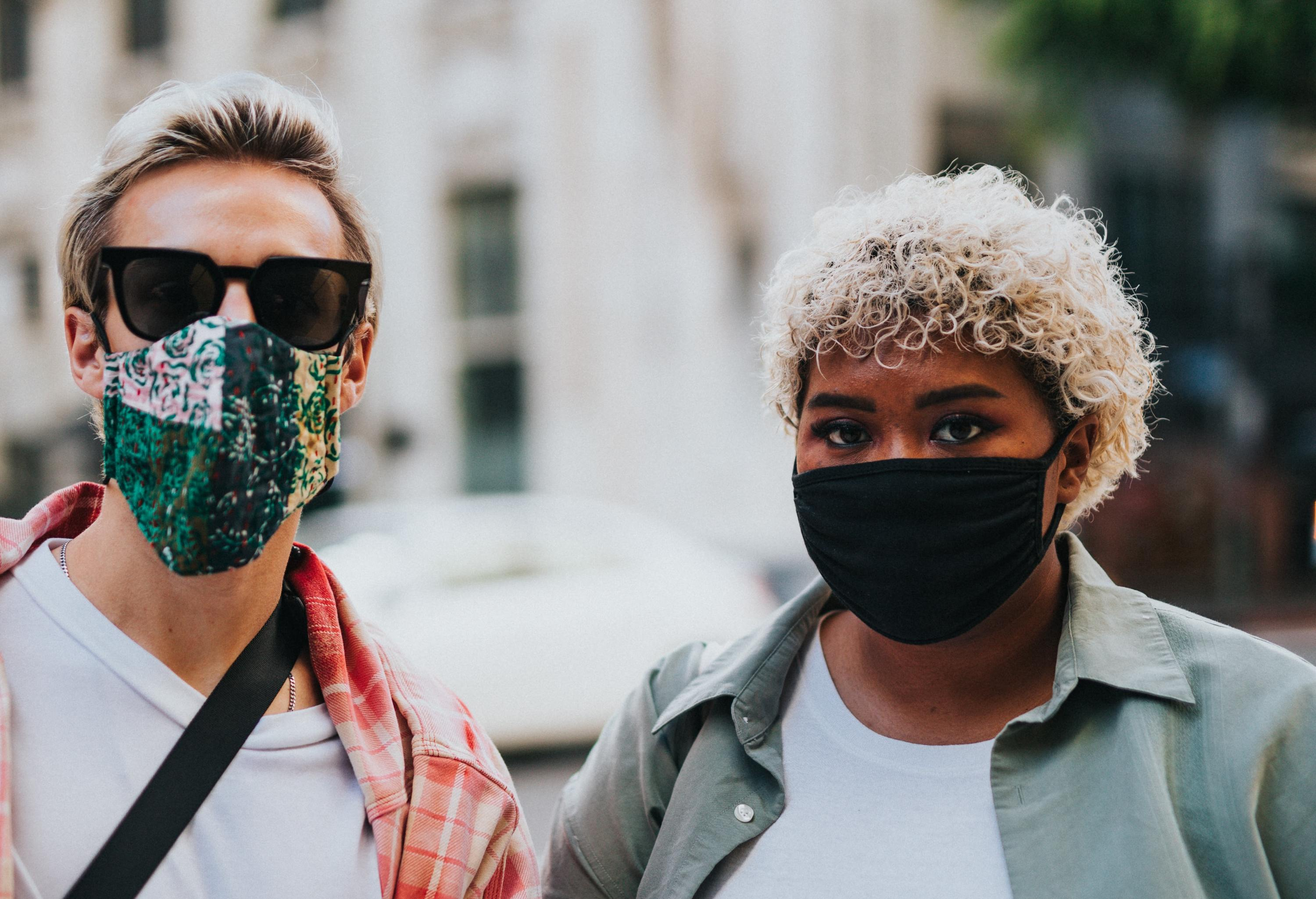 Australia's deputy medical officer recommends wearing a face mask in public