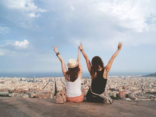 Dues noies als Bunkers del Carmel