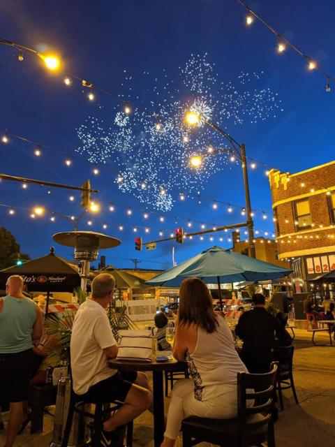 Edison Park, outdoor dining