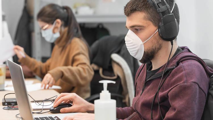 L'ús de la mascareta al lloc de treball