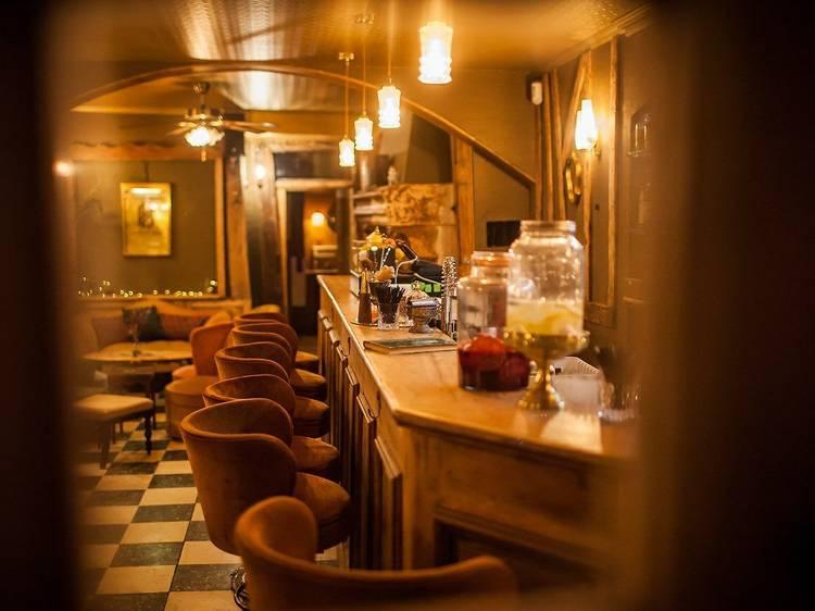 Siroter un grand cocktail au Petit Bar