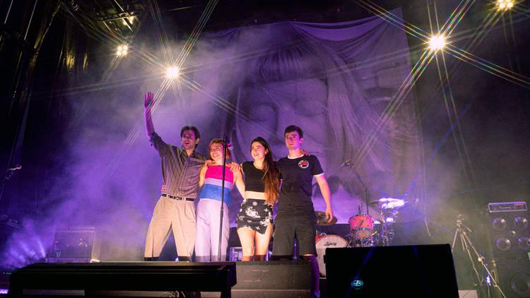 Platicamos con Cris Lizarraga vocalista de Belako sobre su nuevo disco Plastic Drama