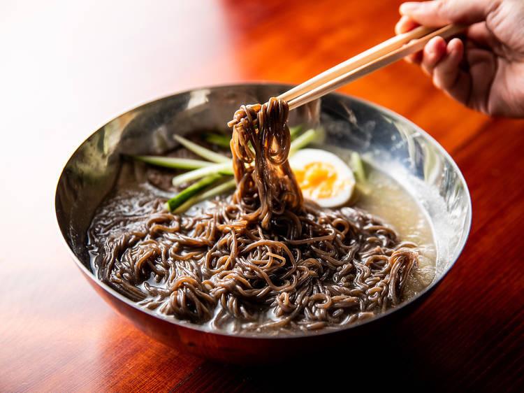 東京、焼き肉店のおいしい冷麺8選