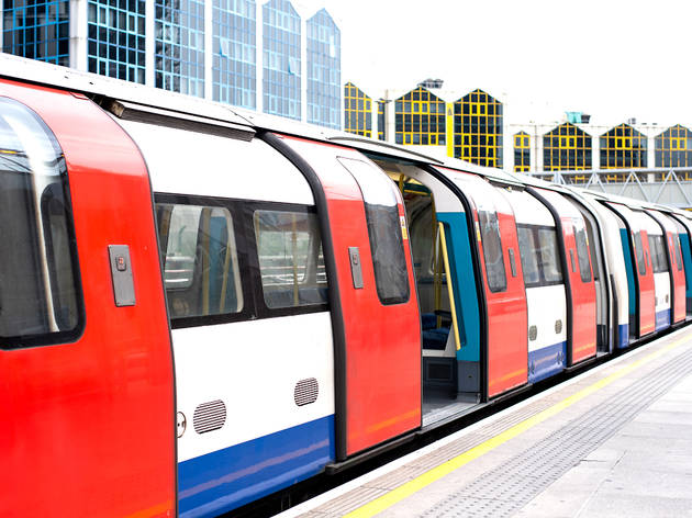 Tube train carriage