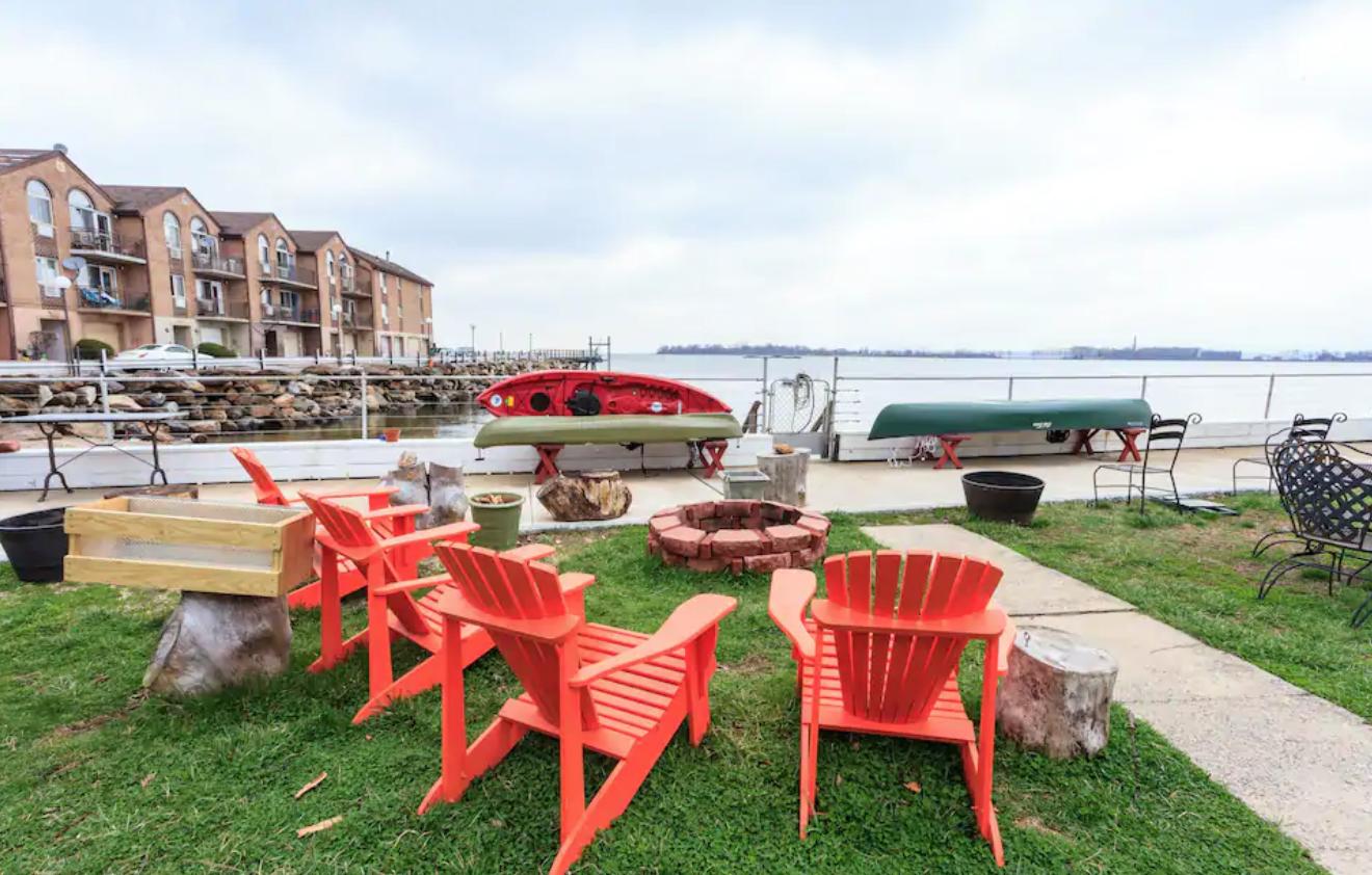 Great 1BD waterfront City Island NY