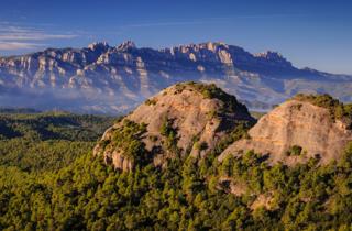 Montserrat i el Castell de Bocs, vist des de la Carena del Camí Ral