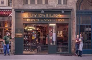 Juveniles Bar