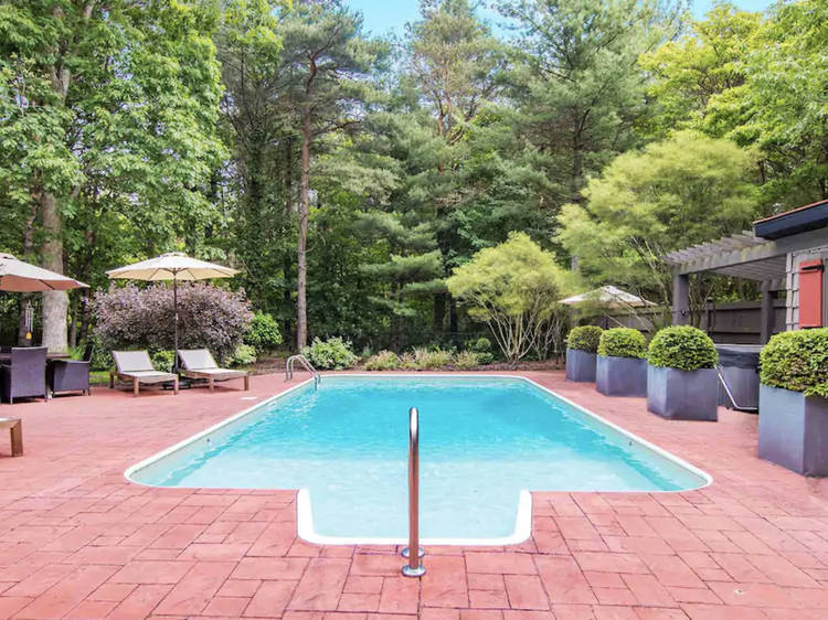 Airbnb homes with pools you can rent near Chicago