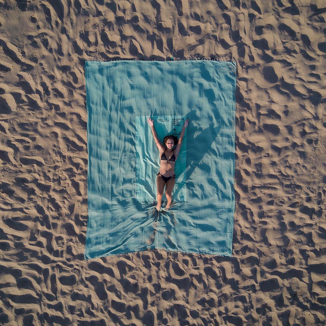 Toalha de praia XXL para manter a distância