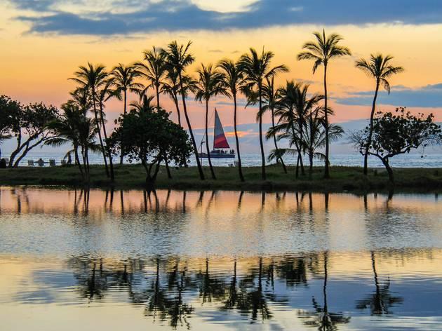 ハワイ、リゾート施設を14日間隔離に使うリゾートバブルを検討
