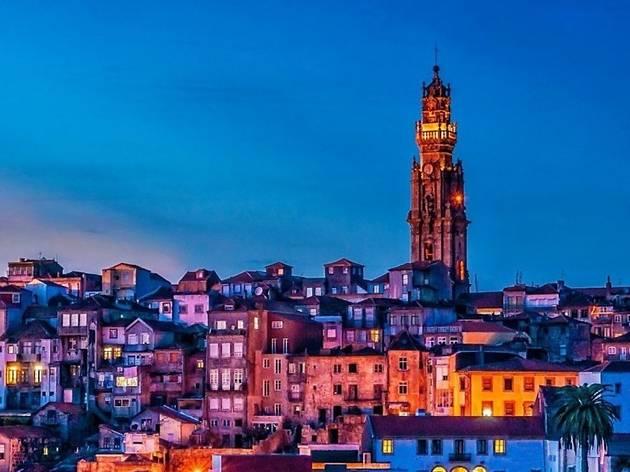 Torre dos Clérigos à noite