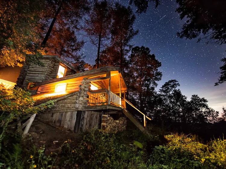 Cozy Airbnb cabins near Boston to rent for a rustic escape