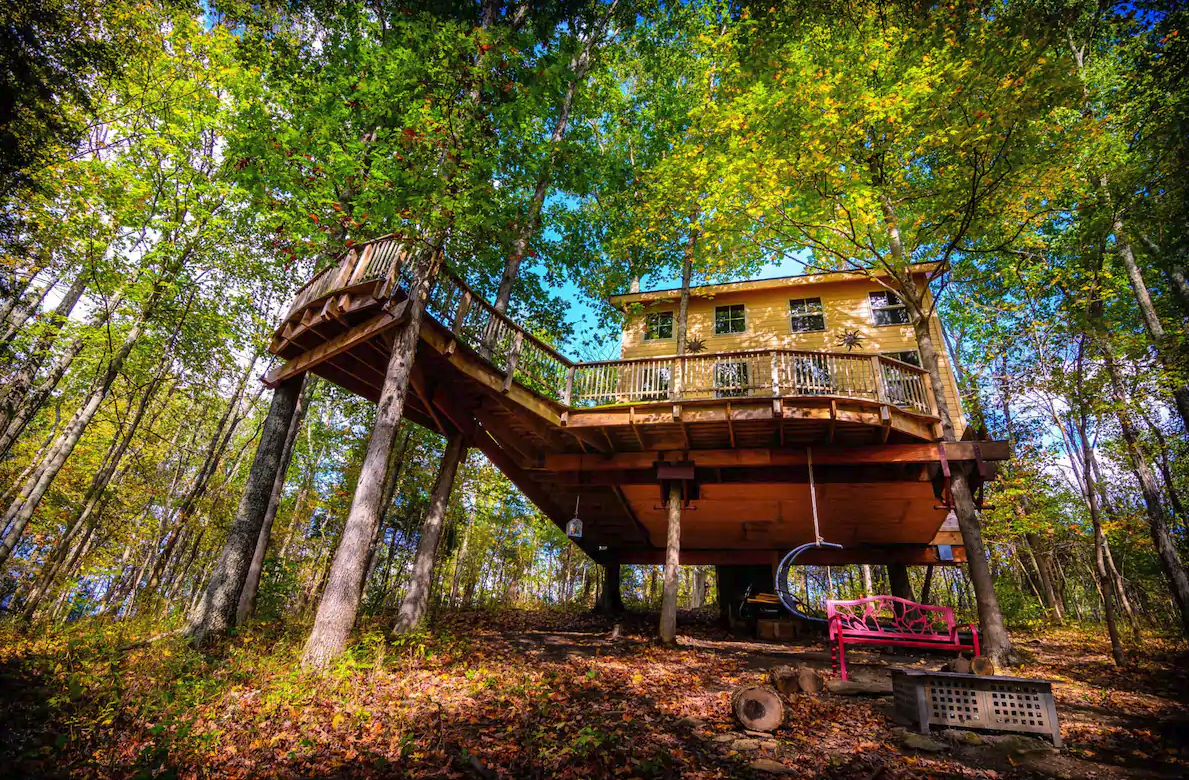 Off the Grid Treehouse Airbnb