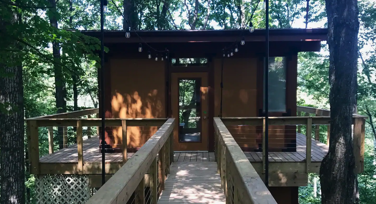 Hocking Hills Treehouse Airbnb