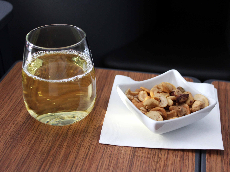 ニューノーマルで機内でのナッツ提供が減少