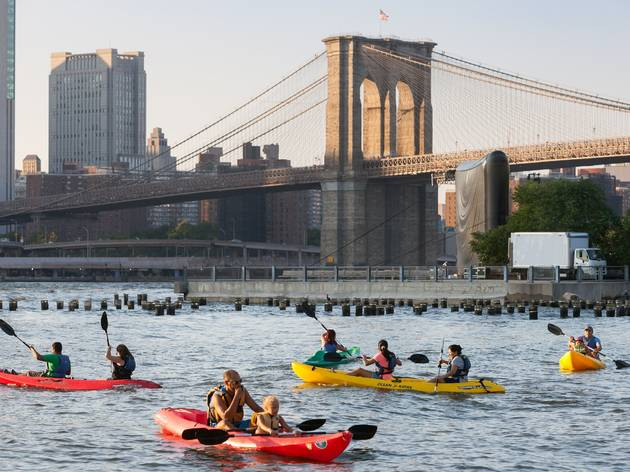 Kayaking brooklyn bridge park