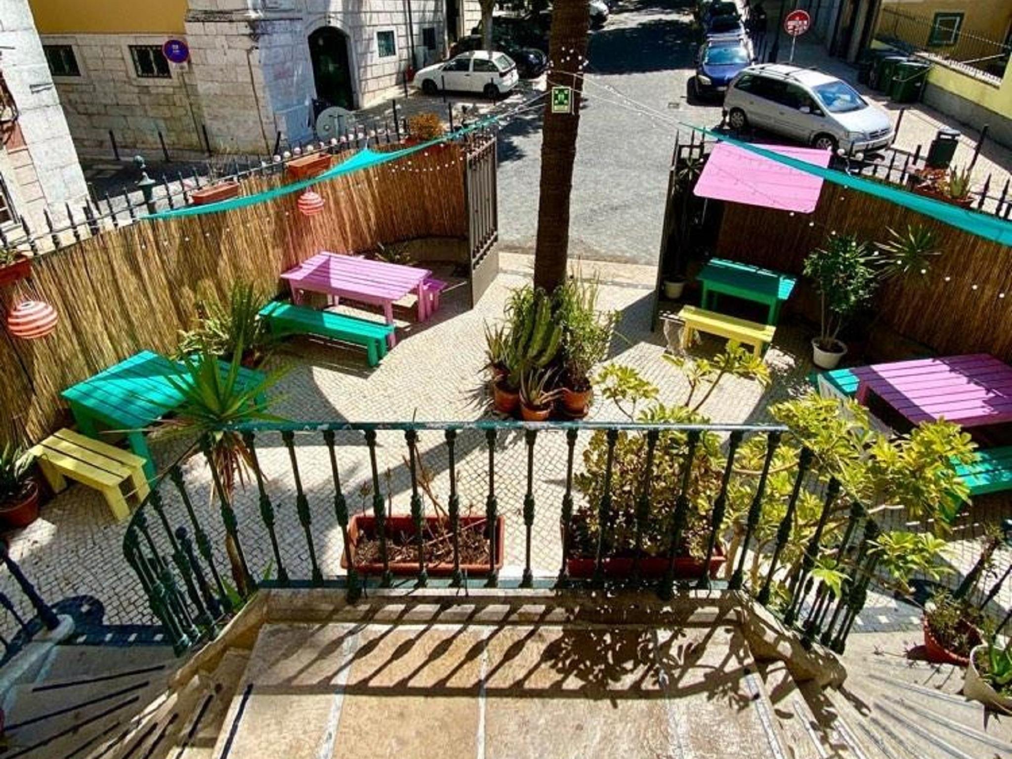 Tutti Frutti: podia ser Miami mas é um bar na Bica