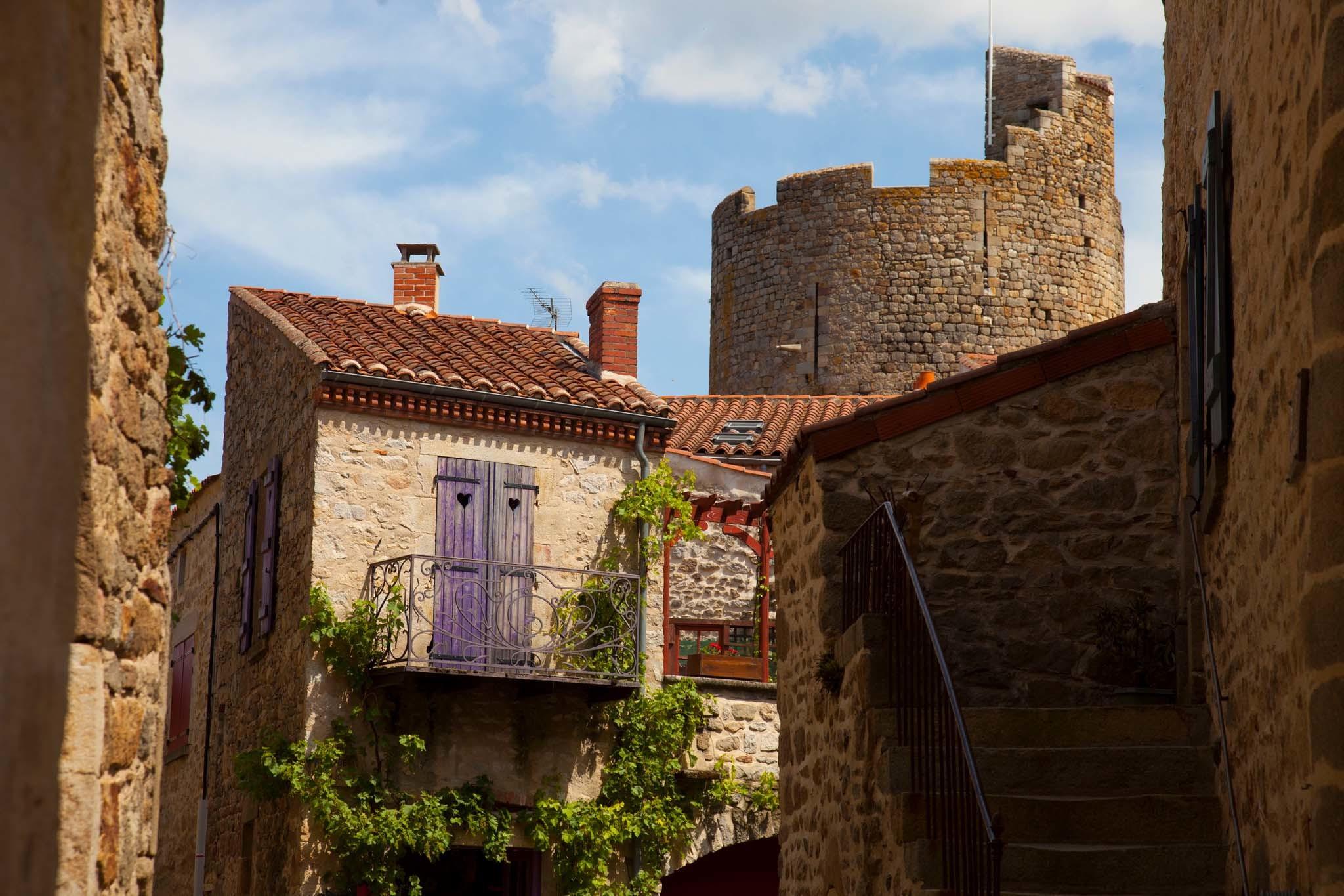France, Auvergne, Montpeyroux village
