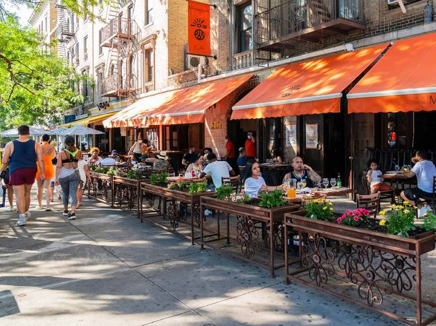 10 thoughts every New Yorker has while dining outside