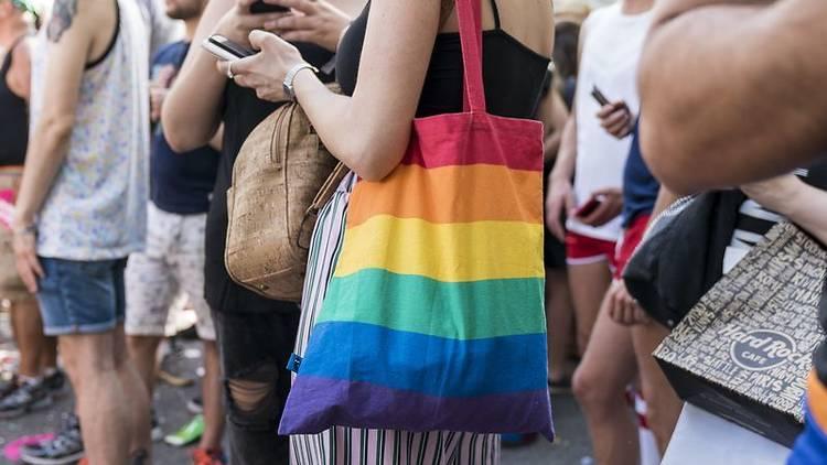 Número de Whatsapp per denunciar atacs LGTBI-fòbics
