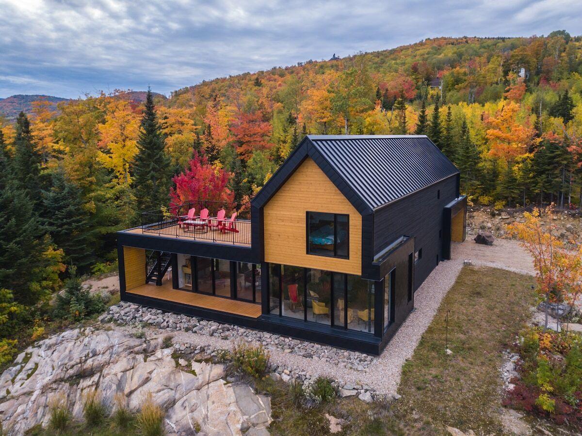 Chic Modern Cottage in Petite-Rivière-Saint-François, Québec
