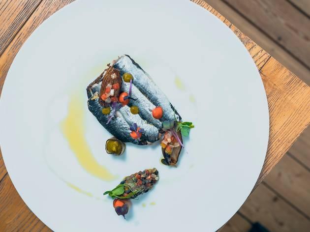 Broa de Avintes com sardinhas curadas