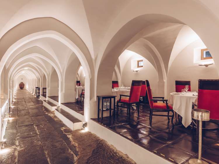 Convento do Espinheiro Historic Hotel & Spa