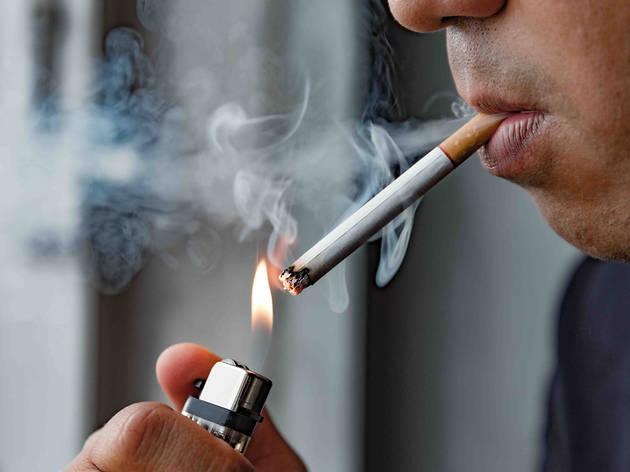 la Generalitat estudia la mediada de prohibir fumar en espacios públicos