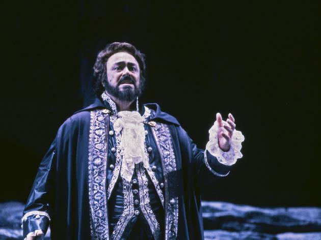 Luciano Pavarotti in Un Ballo in Maschera