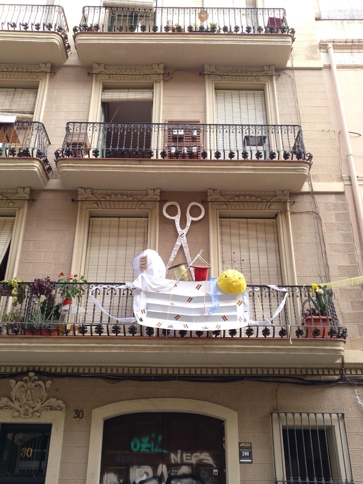 Festa Major de Gàcia 2020. Balcó guarnit al carrer Sant Lluís