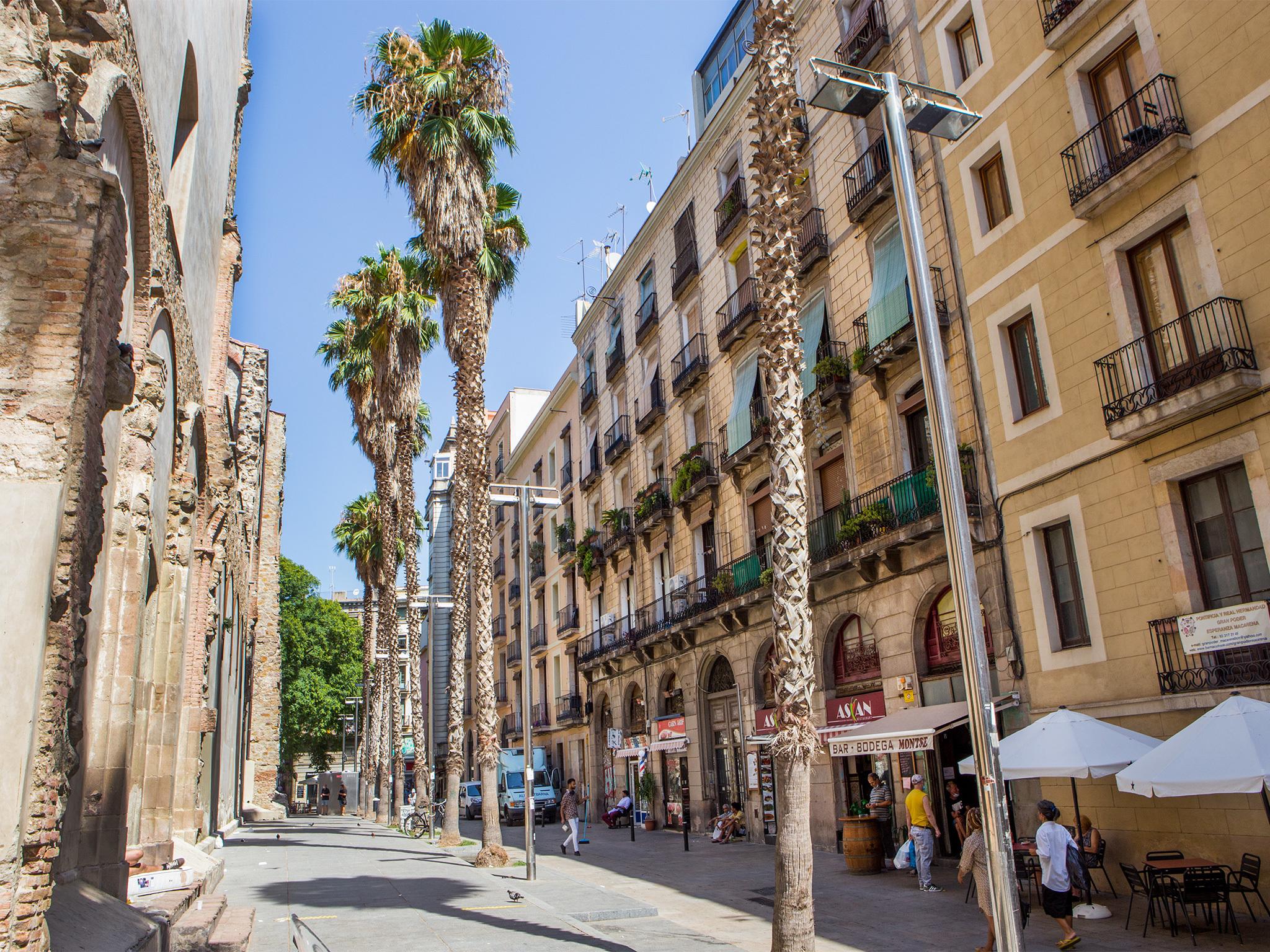 Arc de Sant Agustí, Barcelona streets