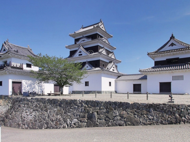 'Stay overnight' in a Japanese castle for free –virtually