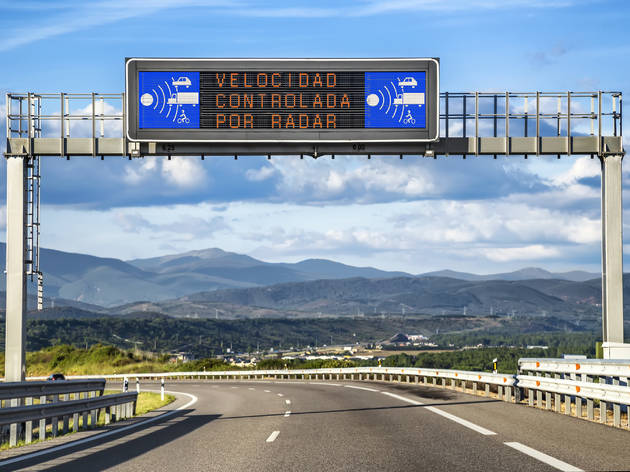 Aviso de radar en la carretera